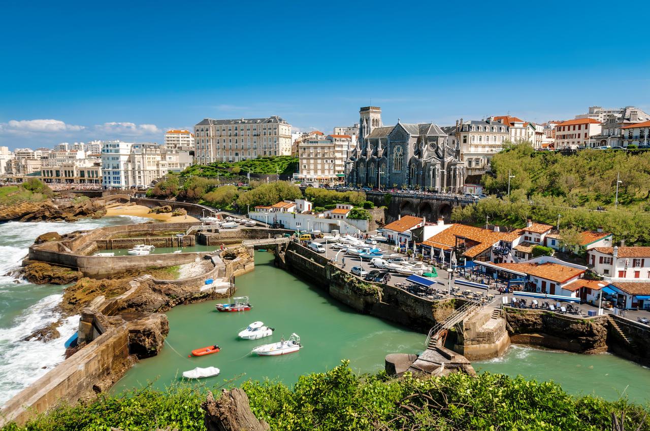 eglise-et-port-de-biarritz-cote-basque (1)