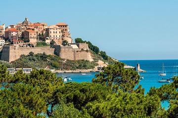 flxcalvi_la_balagne_vue-du-village-calvi_nps_touristravacances