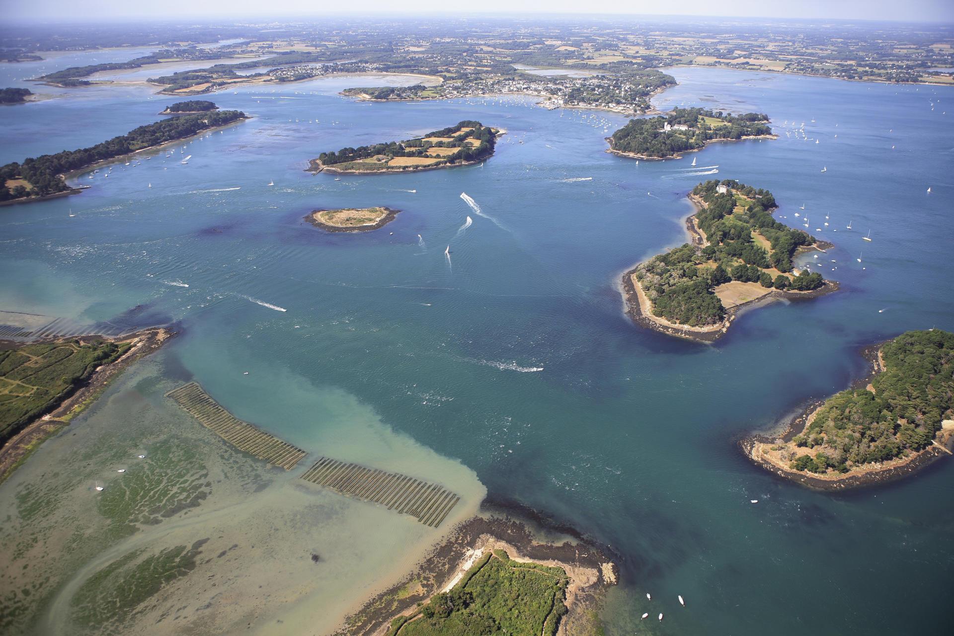 Vue aerienne du golfe du Morbihan
