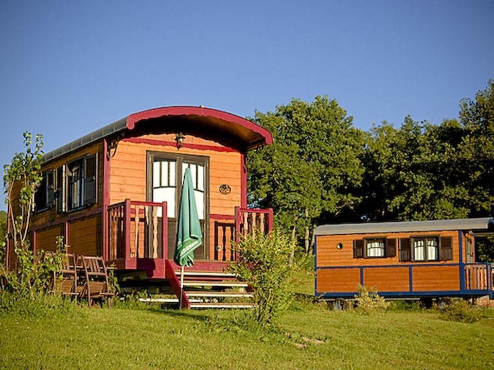 Domaine Les Roulottes et Cabanes du Livradois - Camping Puy-de-Dome