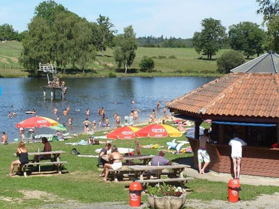 Flower Camping l'Air du Lac - Camping Haute-Vienne