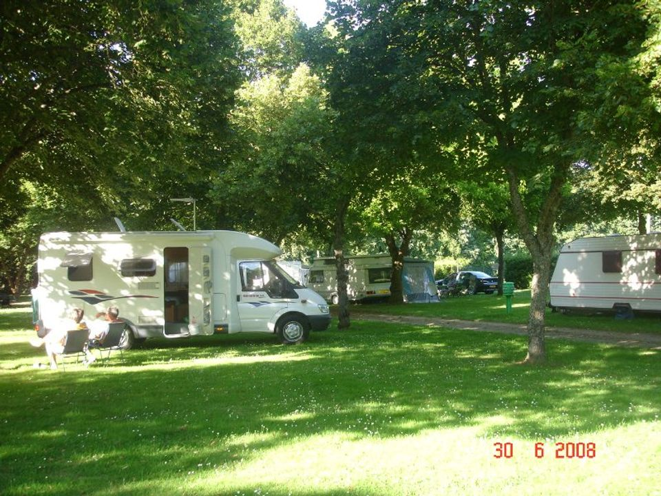 Camping Municipal La Pouge - Camping Creuse
