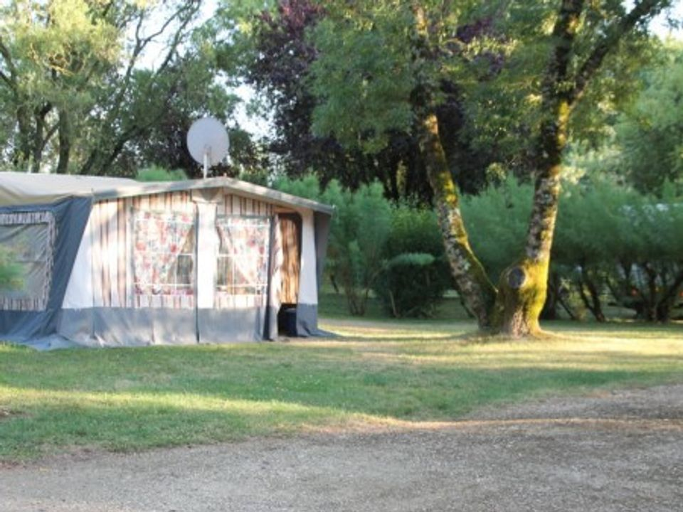 Camping Municipal Les Vieux Chenes - Camping Indre