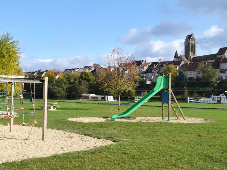 Camping Sous Le Clocher - Camping Aisne