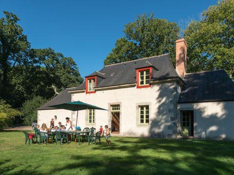 GÎTE 10 personnes - Maison du Parc (grand jardin privé)