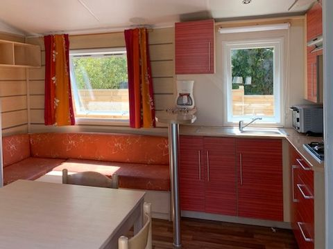 MOBILHOME 6 personnes - 3 chambres - proche route - (couettes et oreillers non fournis)