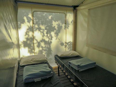 TENTE TOILE ET BOIS 4 personnes - Tithome avec sanitaires - arrivée en dimanche