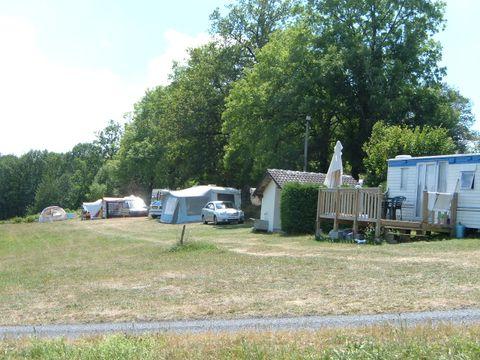 Camping de l'Etang - Camping Cantal - Image N°2