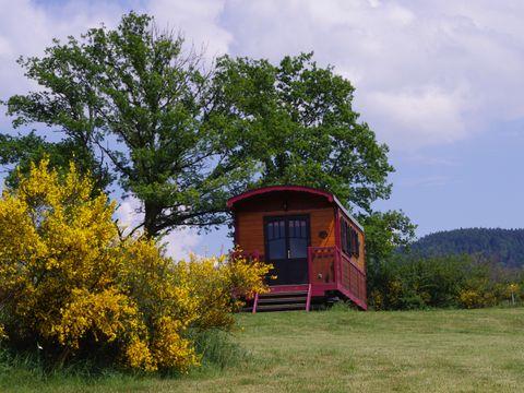 Domaine Les Roulottes et Cabanes du Livradois - Camping Puy-de-Dome - Image N°4