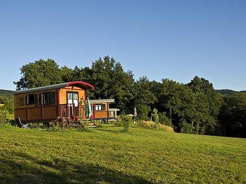 Domaine Les Roulottes et Cabanes du Livradois - Camping Puy-de-Dome - Image N°2