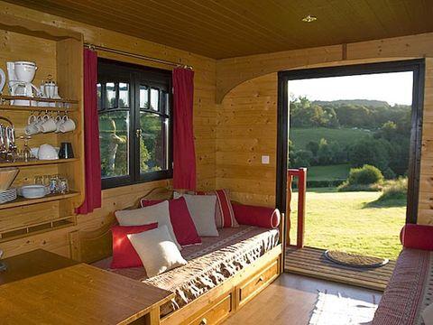 Domaine Les Roulottes et Cabanes du Livradois - Camping Puy-de-Dome - Image N°3