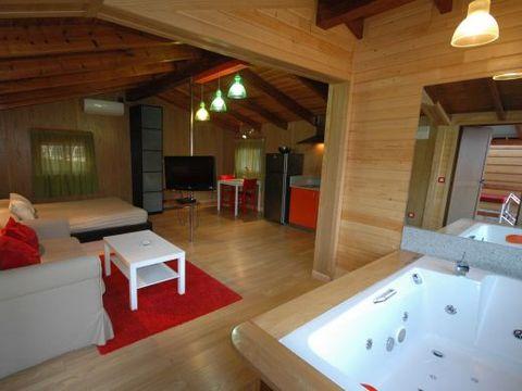 CHALET 2 personnes - Suite, 1 chambre + Jacuzzi + TV + Clim