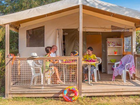 TENTE TOILE ET BOIS 5 personnes - ECOLODGE sans sanitaire, 2 chambres (T5L2)