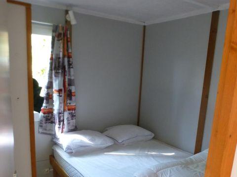 CHALET 5 personnes - en bois - 2 chambres + terrasse