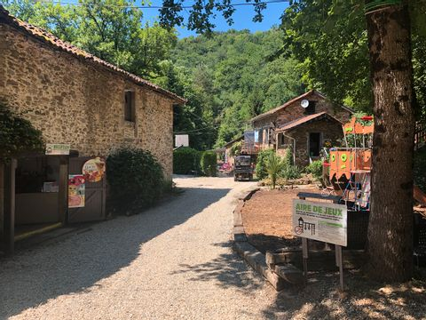 Moulin de Chaules - Camping Sites et Paysages - Camping Cantal - Image N°6
