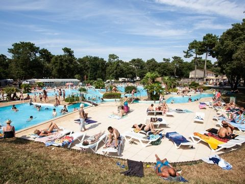 Charente-Maritime  Camping Le Logis  - Camping Charente-Maritime - Afbeelding N°11