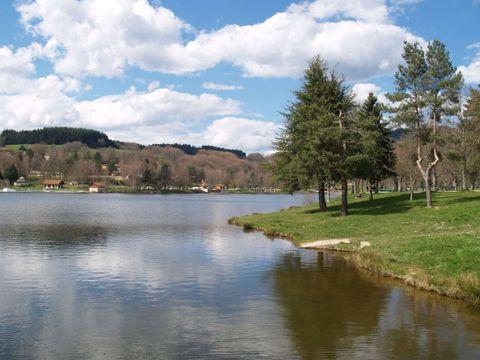 Village Vacances Les Demeures du Lac - Camping Puy-de-Dome - Image N°8