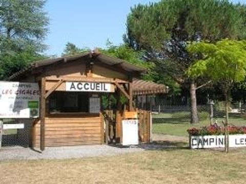 Camping aire naturelle Les Cigales - Camping Landes