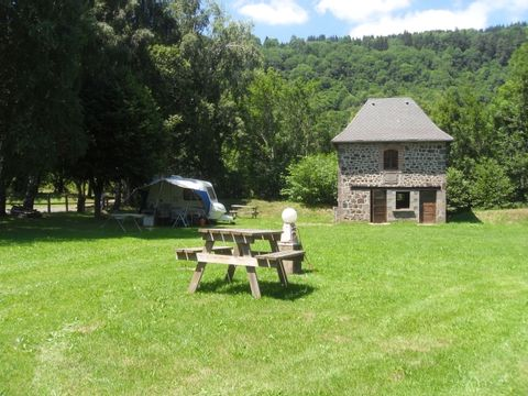 Camping aire naturelle Municipale - Camping Cantal - Image N°3