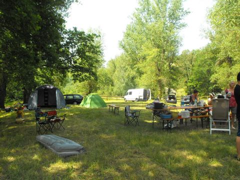 Camping aire naturelle Municipale Au Fil de L'eau - Camping Haute-Loire - Image N°2