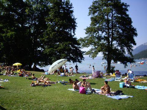 Camping Les Champs Fleuris - Camping Haute-Savoie - Image N°2
