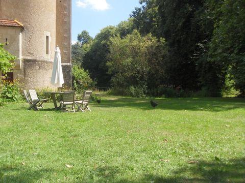 Aire Naturelle Château de Valogne - Camping Saone-et-Loire