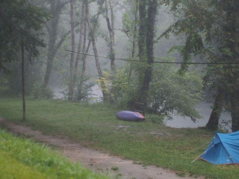 Camping aire naturelle Municipale - Camping Doubs - Image N°2