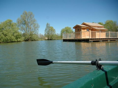 cabanes flottantes du lac de pelisse - Camping Lot-et-Garonne