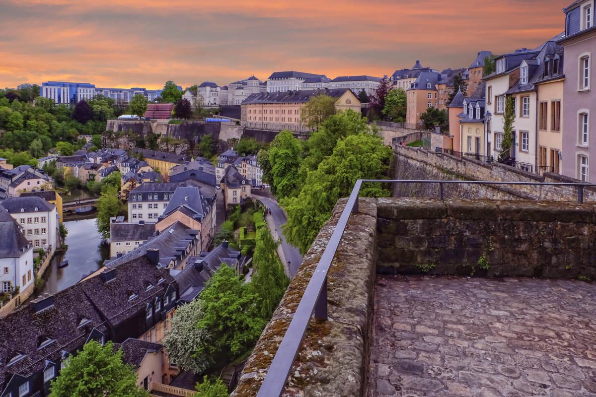 Luxemburg-Stad-Chemin-de-la-Corniche-Luxemburg.